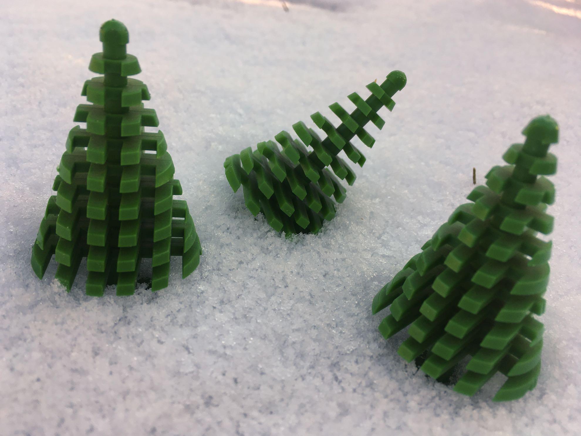 Übersetzerin mit nachhaltigem Weihnachtsbaum